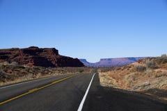 不尽的路在犹他,冬天,峡谷登陆国家公园 库存图片
