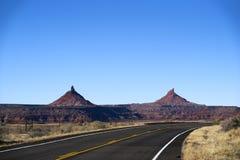 不尽的路在犹他,冬天,峡谷登陆国家公园 免版税图库摄影