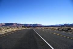 不尽的路在犹他,冬天,峡谷登陆国家公园 免版税库存图片
