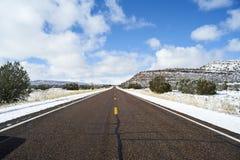 不尽的路在犹他,冬天 免版税库存照片