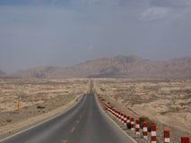 不尽的路,新疆,中国 免版税库存照片