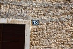 不幸的十三房子号码标志 免版税库存图片