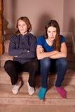 不快乐的少年姐妹 免版税库存照片