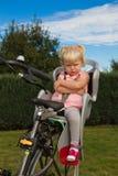 不快乐的自行车小孩 免版税图库摄影