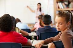 不快乐选件类的女小学生 免版税库存照片