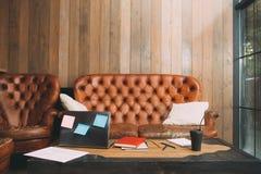 不成功的办公室工作者工作场所 免版税库存照片