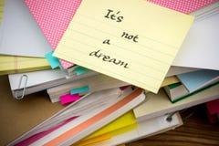 不是梦想;堆在书桌上的商业文件 免版税图库摄影