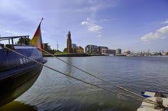 不来梅哈芬、小游艇船坞和老灯塔 免版税图库摄影