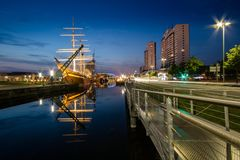 不来梅哈芬海滨城市在晚上 库存图片
