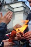 不烧焦的圣洁复活节火 圣洁复活节火 不烧焦的火 库存照片