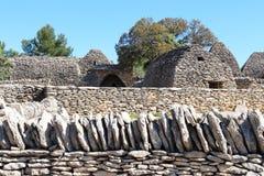 不用灰泥只用石块构造的小屋用法语Bories村庄,戈尔代 免版税库存图片