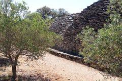 不用灰泥只用石块构造的小屋用法语Bories村庄,戈尔代 免版税库存照片