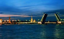 不眠夜在圣彼德堡,俄国。 免版税库存照片