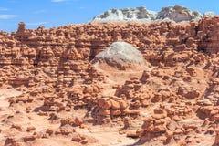 不祥之物岩石石峰围拢的圆顶在恶鬼谷国家公园犹他美国 免版税库存照片