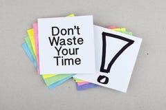 不要浪费您的时间/紧急行动速度概念 图库摄影