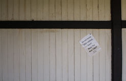 不要留下垃圾标志,文本的室 免版税库存图片