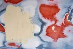 不规则地被绘的墙壁的背景在不同颜色的 库存图片