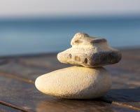 不规则形状两块石头在木板的 免版税库存图片