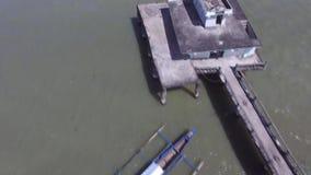 不足被修造的宗教寺庙,在湖中间被修筑的长的间距桥梁 影视素材