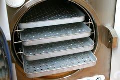 不锈压热器房间更旧的架子 库存图片