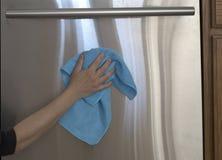 不锈的洗碗机清洁背景 免版税库存图片