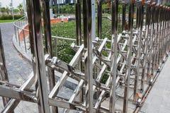 不锈钢折叠的篱芭 免版税库存照片