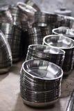 不锈钢金属碗制造工厂细节射击了装配线生产 库存图片