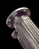 不锈钢结辨的波纹状的金属水管。 图库摄影