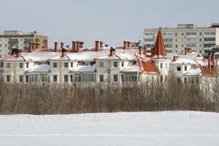 不高大厦在叶卡捷琳堡的中心 免版税库存图片