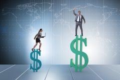 不齐平的薪水的概念和人妇女之间的性别差距 免版税库存照片