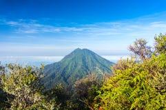 不活泼的火山 免版税库存图片