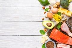 与Ω 3,好油脂和蛋白质的健康吃食物低碳keto能转化为酮的饮食上流 r 库存照片