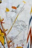 与一个人头和戟,中世纪墙壁pa的幻想鸟 免版税库存图片
