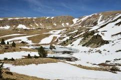 与一个冰河湖的山cirque Madriu佩拉菲塔Claror谷的 库存照片