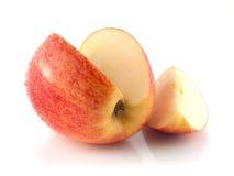 与一个切片的被隔绝的切的红色苹果(湿) 免版税库存图片