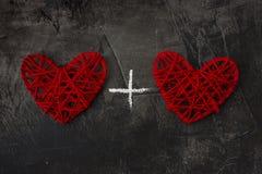 与一个加号的两心脏反对黑暗的背景 圣华伦泰` s天和婚礼的题材 免版税图库摄影