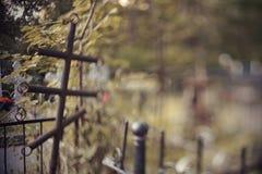 与一个十字架的坟墓在操刀后 免版税库存图片