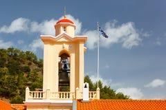 与一个十字架的塔在修道院里 免版税库存照片