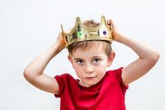 与一个可爱的被损坏的男孩的愉快的教育和童年概念 库存照片