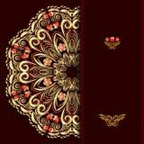 与一个圆的金花卉样式的富有的伯根地文本的背景和地方 免版税库存图片