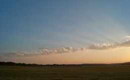 与一个多云天空和谷的美好的风景 免版税库存照片