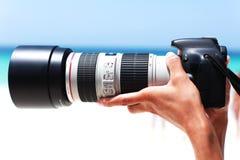 与一个大透镜特写镜头的一台照相机 库存照片
