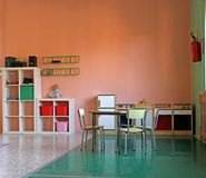与一个小厨房玩具的比赛角落 免版税库存照片
