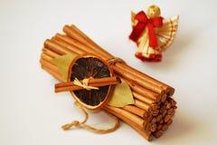 与一个小的天使的圣诞节装饰 免版税图库摄影