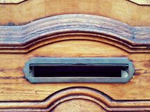 与一个开放邮箱的门 库存图片