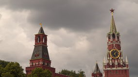 与一个时钟的克里姆林宫斯帕斯基塔反对多云天空 影视素材