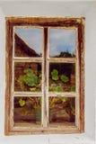 与一个木制框架的老窗口 库存图片