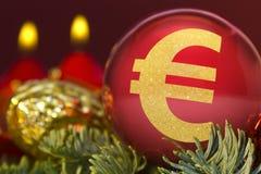 与一个欧洲标志的金黄形状的红色中看不中用的物品 系列 免版税库存照片