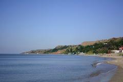 与一个沙滩的美丽的热带海滩 夏天背景 晴朗的日 好心情 使海滩的岸的天堂靠岸 免版税库存照片