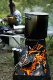 与一个煮沸的罐的Chargrill 免版税库存图片